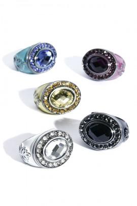 Oversize Ring mit schwarzem Kristallstein