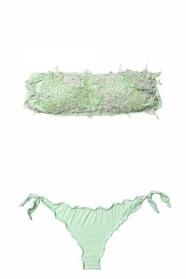 Bandeau Bikini mit Stickereien
