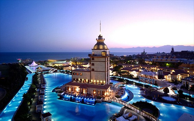Mardan Palace Hotel – show off your designer beachwear